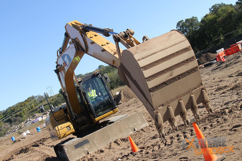 Extreme-Sandbox-Dueling-Excavators-Gallery-Excavator-Front